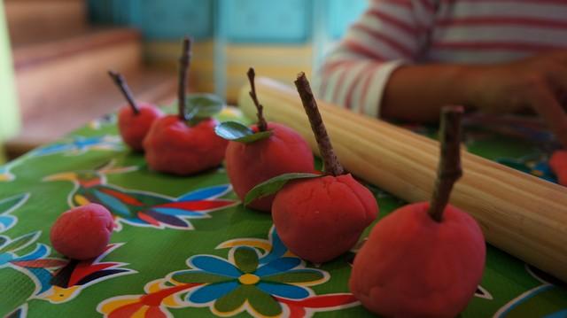 Art & Storytelling: Apples by Nikki McClure